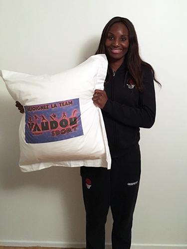 Laetitia Kamba dort sur matelas et literie Vaudou Sport