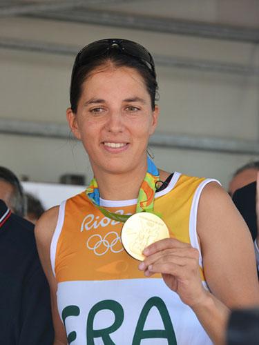 Charline Picon dort sur matelas et literie Vaudou Sport