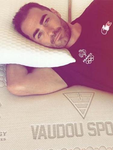 Eric Delaunay dort sur matelas et literie Vaudou Sport