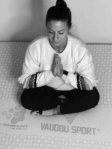 Alexandra Recchia dort sur matelas et literie Vaudou Sport